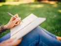 scrie cu mana stanga